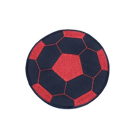 Aplikacja piłkarska - piłka do piłki nożnej do naprasowania na koszulkę lub spodnie. Kolor czarno-czerwony.