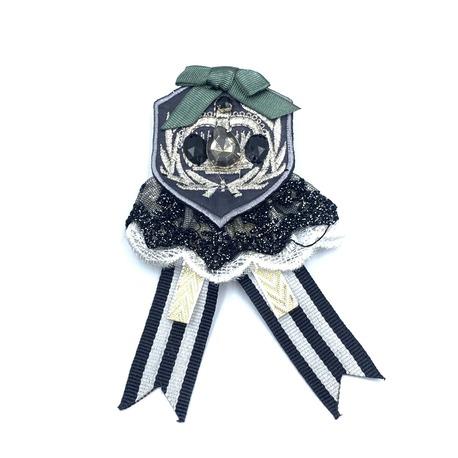 Broszka ozdobna z herbem i kamyczkami - do przyczepienia do każdej odzieży.