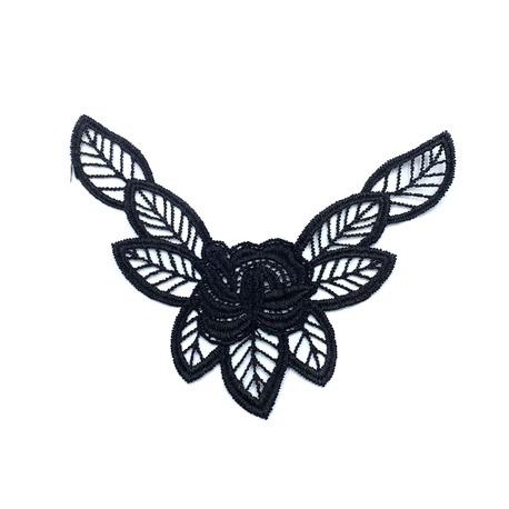 Aplikacja gipiurowa ozdobna do odzieży z kwiatkiem w kolorze czarnym.