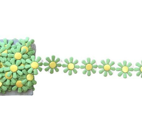 Aplikacja w taśmie jasne zielone kwiaty szer. 3cm (1)