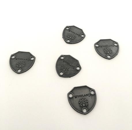 Zawieszka metalowa ze wzorem KL 138 (1)