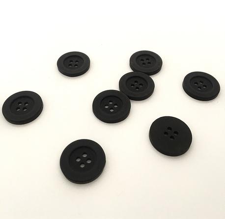 Guzik plastikowy czarny do koszuli, marynarek i żakietów - średnica guzika wynosi 21mm.