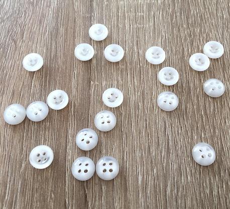 Guzik plastikowy biały świecący 10mm (1)