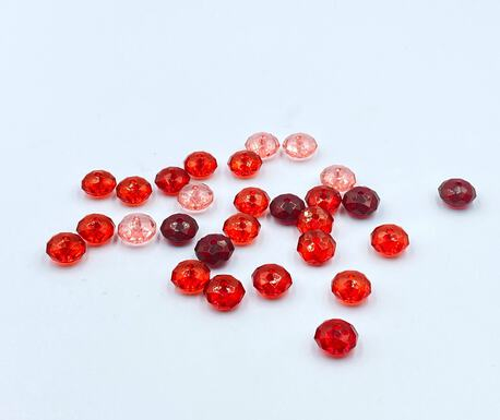 Koraliki plastikowe odcienie czerwonego paczka 10g (1)