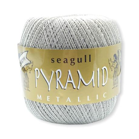 Kordonek z metalizowaną nitką w kolorze popielatym do szydełka i drutów, stworzysz z niego piękne obrusy.