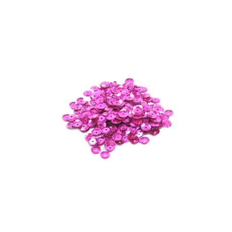 Cekiny ozdobne w kolorze różowym, doskonałe do tworzenia ozdób i naklejania na styropian oraz ubrania.