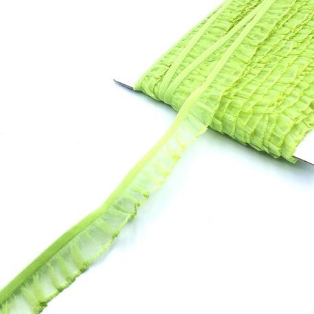Guma rozciągliwa z falbanką do dekoracji ubrań i sukienek - kolor jasny zielony.