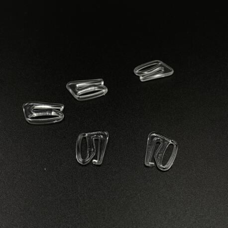 Zaczep przezroczysty, plastikowy o otworze 13mm. Zastosowanie znajduje w ramiączkach w biustonoszach i w ubraniach.