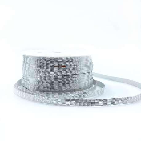 Ozdobna wstążka metalizowana w kolorze srebrnym i szerokości 6mm.