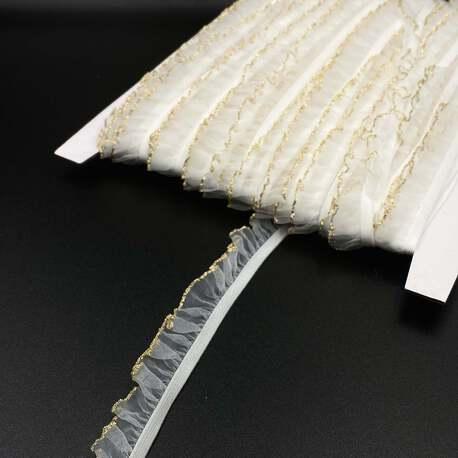 Guma z falbanką z metalizowanym, złotym połyskiem w kolorze białym, świetny dodatek do ubrań i sukienek.