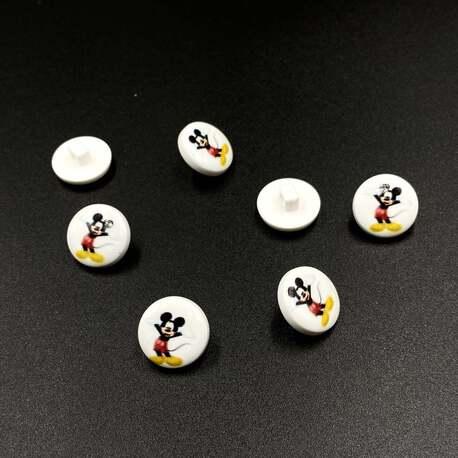 Guzik na stopce z Myszką Miki, idealny do zabawek i odzieży dziecięcej.