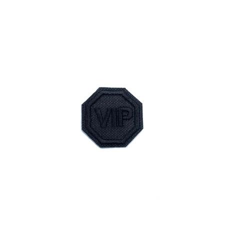 Naszywka w kolorze czarnym z napisem VIP.
