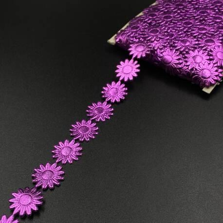 Fioletowe kwiatki na taśmie do przyszycia - świetna dekoracja.