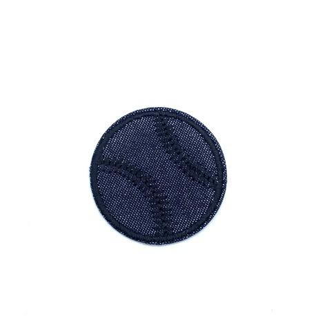 Czarna piłeczka do naszycia - świetna aplikacja dla chłopca.