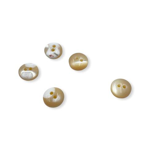 Guzik ozdobny z macicy perłowej beżowy 10mm