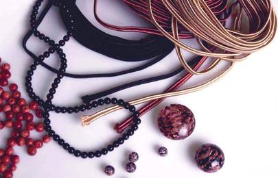 Sznurek sutasz do tworzenia eleganckiej, drogiej biżuterii handmade.